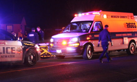 1 killed,1 injured after vehicle strikes 2 people in Merced County